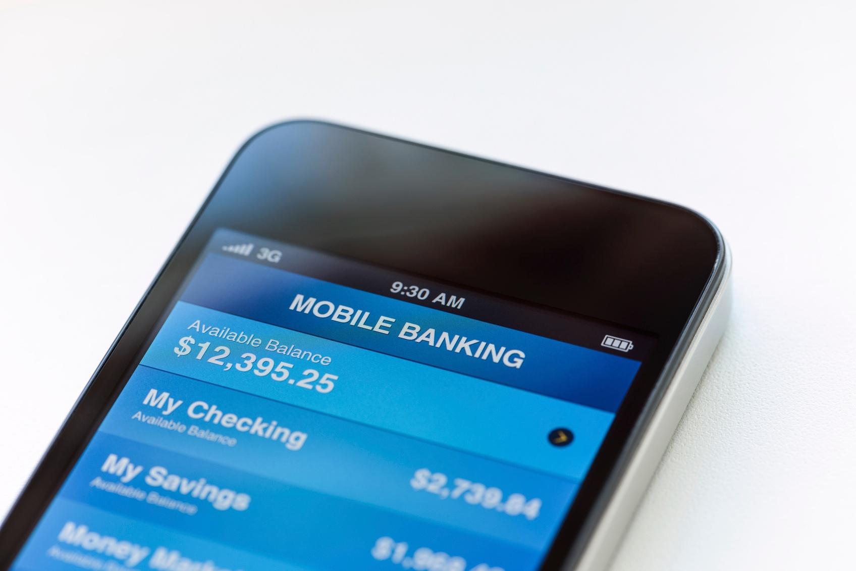 Mobile-banking-on-phone-000021306348_Medium.jpg